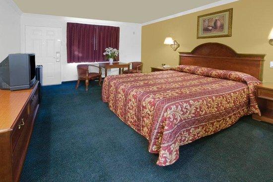 Americas Best Value Inn - Rialto: Standard One King