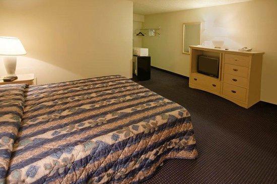 Americas Best Value Inn-Giddings: One King Bed