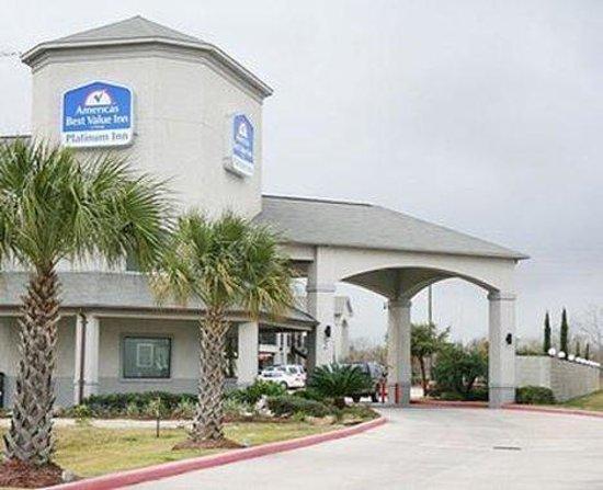 Americas Best Value Platinum Inn & Suites : Exterior