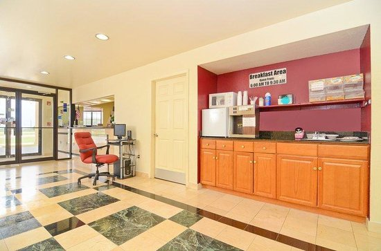 Americas Best Value Inn & Suites Smithville: Front Desk