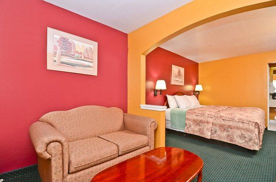 Americas Best Value Inn & Suites Smithville: One King Suite