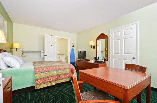 Americas Best Value Inn & Suites Smithville: Standard One Bed
