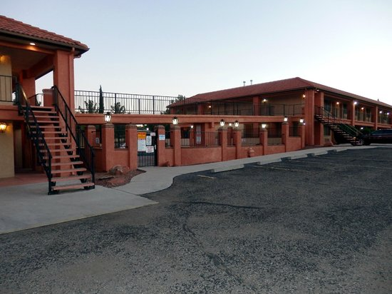 Quality Inn - Cottonwood: exterior of motel units and pool area
