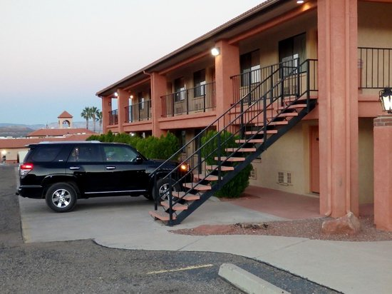 Quality Inn - Cottonwood: exterior of two story motel - outside entrances