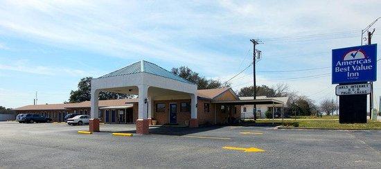 Americas Best Value Inn: Main Exterior