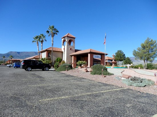 Quality Inn - Cottonwood: exterior office area and breakfast area