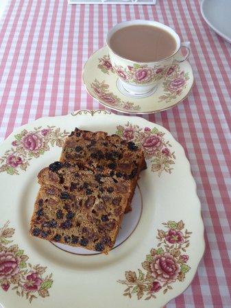 Cariad Cupcakes: Bara brith and tea