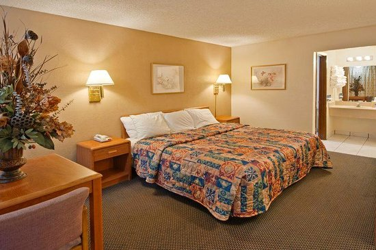 Americas Best Value Inn-Garland/Dallas: One King Bed