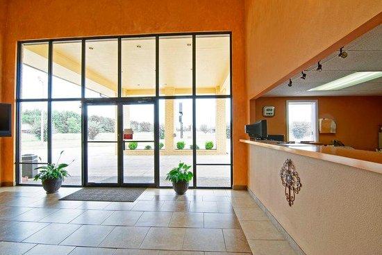 Americas Best Value Inn and Suites Prescott: Lobby