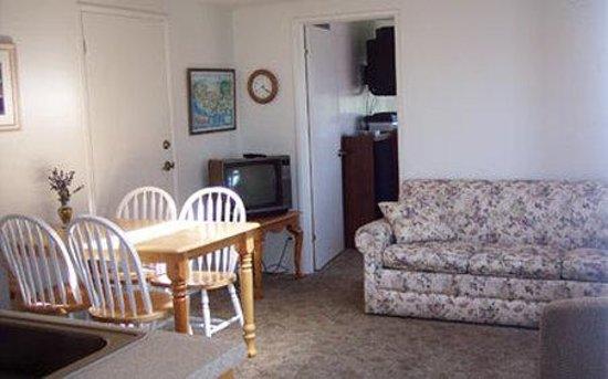 Juan de Fuca Cottages: Lavender-to-Sea Room