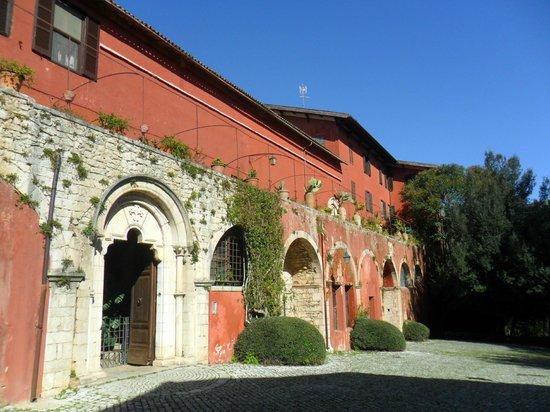 Abbazia di Fossanova : palazzi del borgo