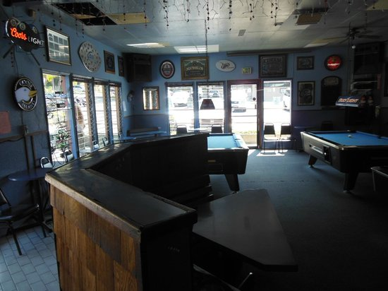 The Korner Pocket Bar & Grill: Places to rest your elbows