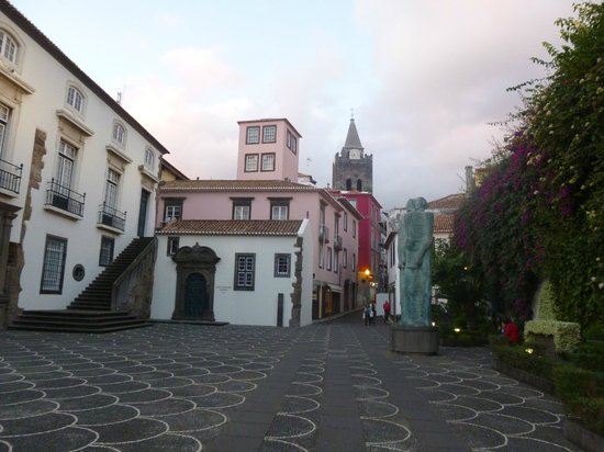 Cathedral Se: CATHEDRAL FROM AVENIDA DO MAR