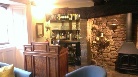 Bridge House Hotel : Little bar, but open all the time