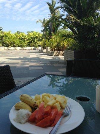 Courtyard Kochi Airport: Die Auswahl an Früchten waren MEGA!!