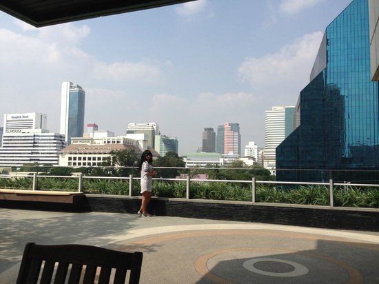 Sathorn Vista, Bangkok - Marriott Executive Apartments : Pool side