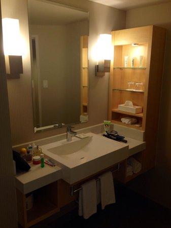 salle de bain r nov e picture of delta montreal hotel montreal tripadvisor. Black Bedroom Furniture Sets. Home Design Ideas