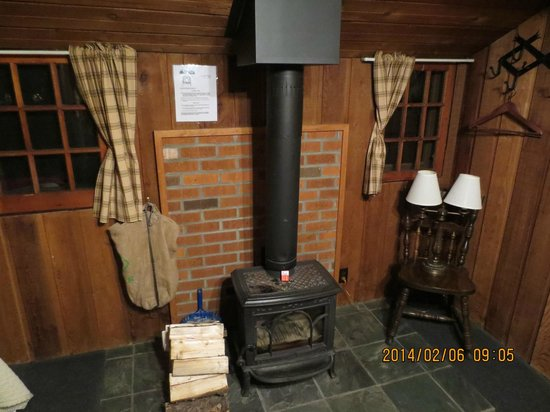 Rundle Cabins: Fire place