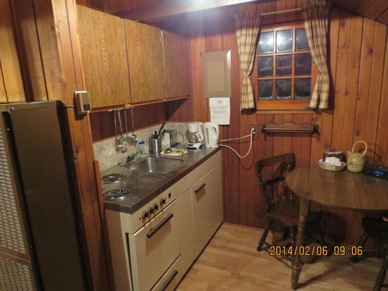 Rundle Cabins: Kitchen Area