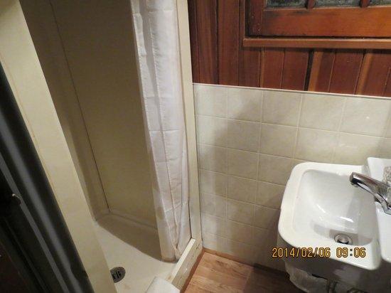 Rundle Cabins : Bathroom