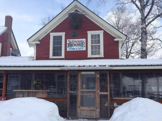 Stress Free Moose Pub & Cafe: Entrance