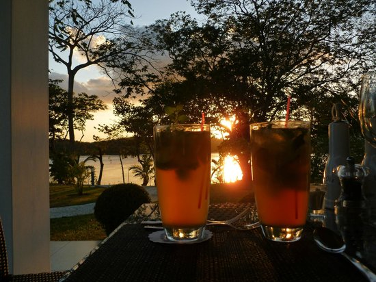 Hotel Bocas del Mar: Sunset while dining