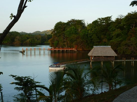 Hotel Bocas del Mar: Picture of other areas taken from the hotel grounds