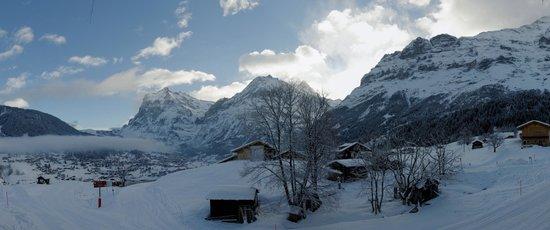 Aspen Alpin Lifestyle Hotel Grindelwald: Vue depuis le balcon de la chambre 122