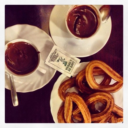 Cafe de L'Opera : Hot chocolate & Churros €7.40 for two