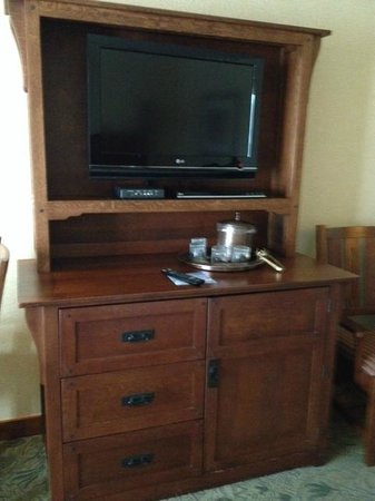 Disney's Grand Californian Hotel & Spa: TV and refrigerator cabinet