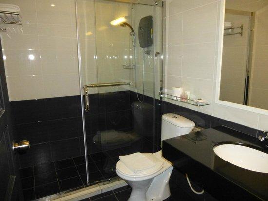 Hotel Eden54: Bathroom