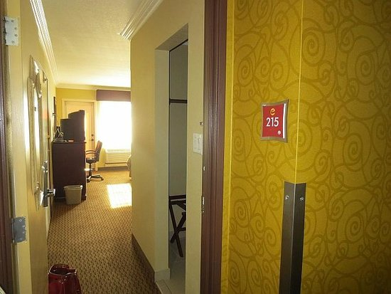 Econo Lodge Inn & Suites: Entry into room 215