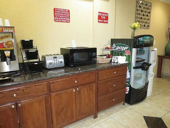Econo Lodge Inn & Suites: Breakfast selections