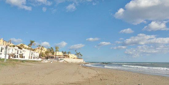 The Dona Lola Club : La plage en février