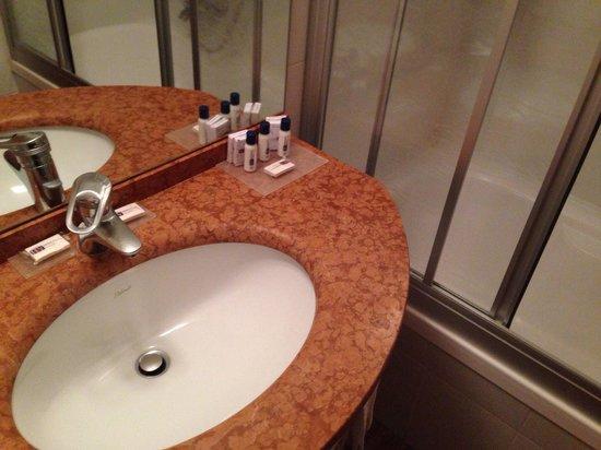 Hotel Fiera: Bagno.