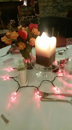 Inglenook Cafe & Restaurant: Nice touch for Valentines night, very romantic