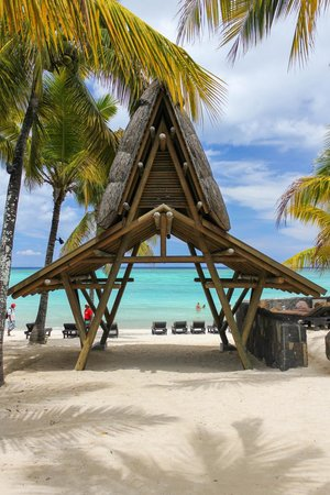 Trou aux Biches Beachcomber Golf Resort & Spa: Accès à la plage