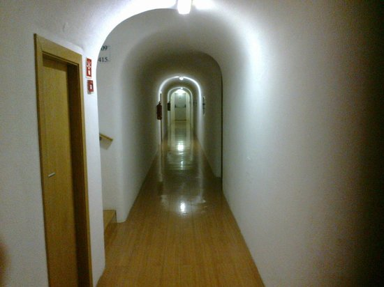 Alcazar Hotel & SPA: Corredor dos quartos