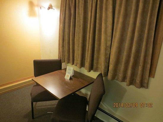 Canadas Best Value Inn : Room View