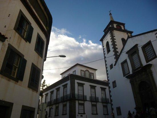 Igreja de São Pedro : sao pedro (right),museum (centre)