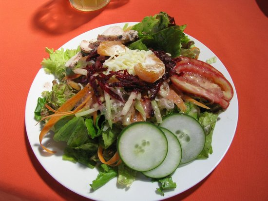 Restaurante El Garaje: Mixed field green salad with Lime Chile dressing & chicken