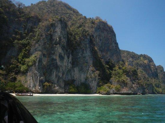 Phi Phi Islands: Phi Phi Don near Monkey Beach