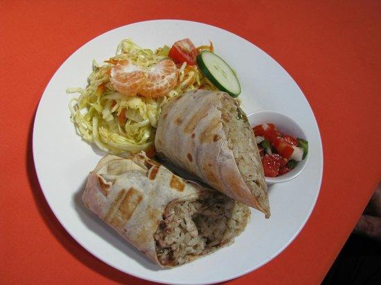 Restaurante El Garaje: Chicken Burrito