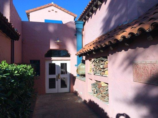 Arizona Inn: Terrific side entry
