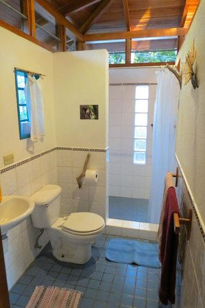 Casitas LazDivaz: Our bathroom.