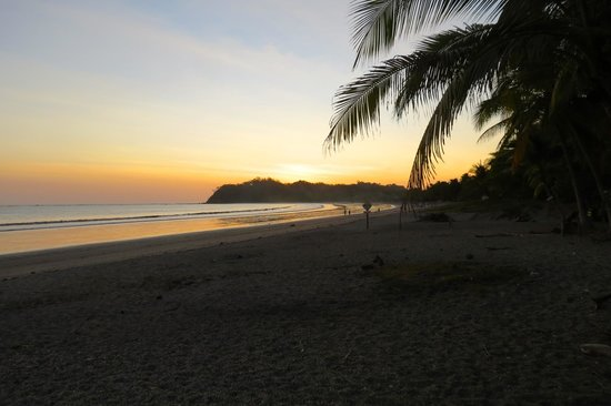 Casitas LazDivaz: Sunset on the beach.