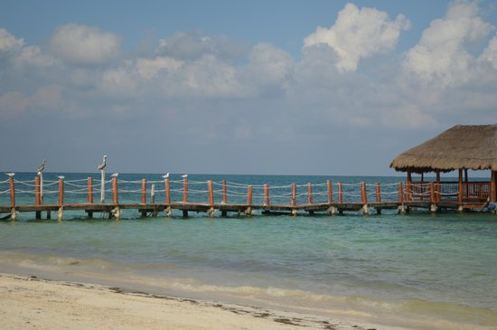 Azul Beach Hotel: view of the dock from the beach