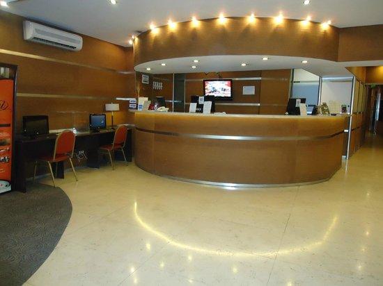 Duomi Plaza Hotel: Entrada