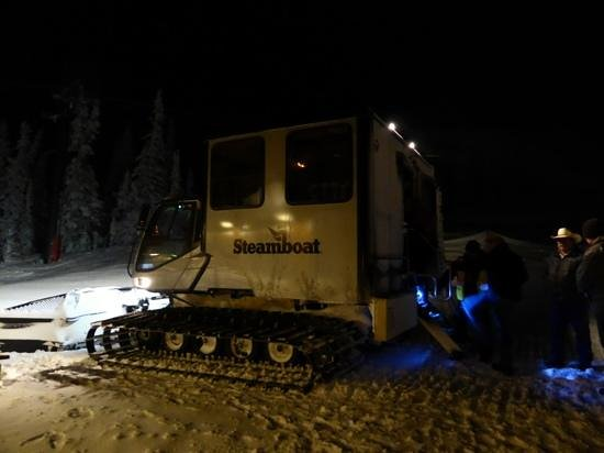 Four Points Lodge: The snow cat that takes you to Four Points in the evening.