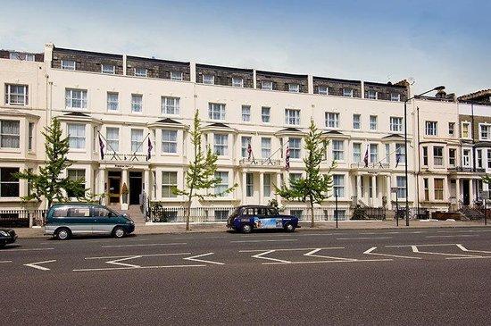 Premier Inn London Kensington (Olympia) Hotel: Exterior